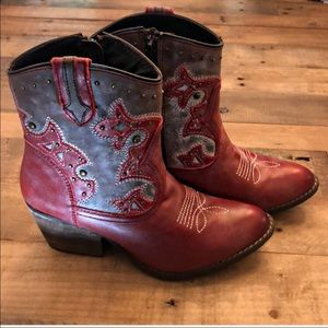 Lyard booties red with bronze studs NWT stagecoach